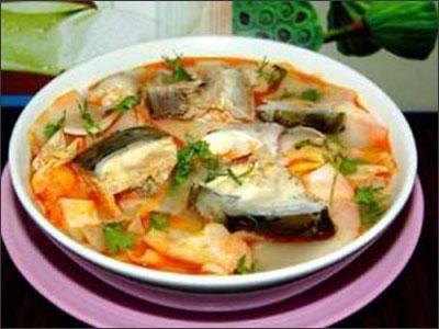 Lẩu cá lăng nấu măng chua
